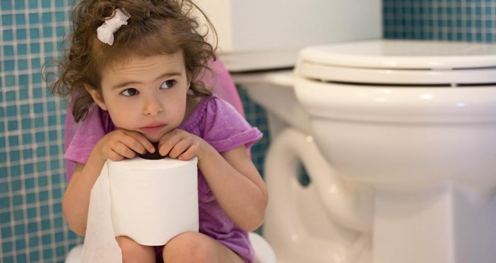 Девочка с туалетной бумагой