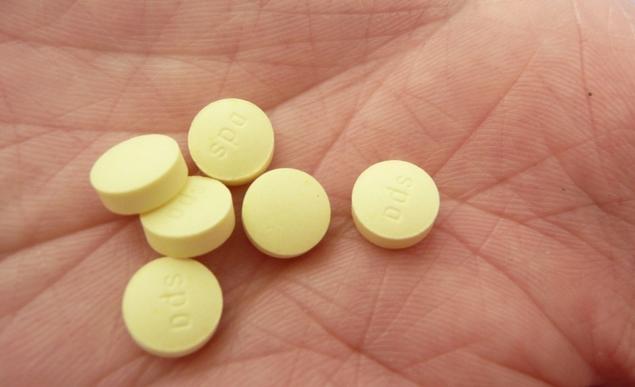 Несколько таблеток Но-Шпы в ладони